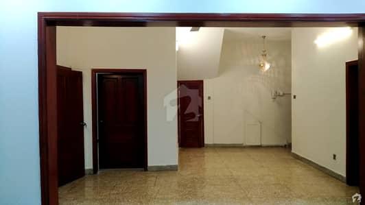 جی ۔ 8/2 جی ۔ 8 اسلام آباد میں 6 کمروں کا 12 مرلہ مکان 4.5 کروڑ میں برائے فروخت۔