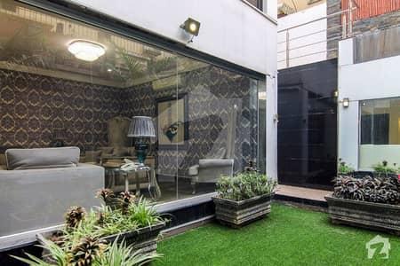 ڈی ایچ اے فیز 5 - بلاک سی فیز 5 ڈیفنس (ڈی ایچ اے) لاہور میں 5 کمروں کا 1 کنال مکان 4 لاکھ میں کرایہ پر دستیاب ہے۔
