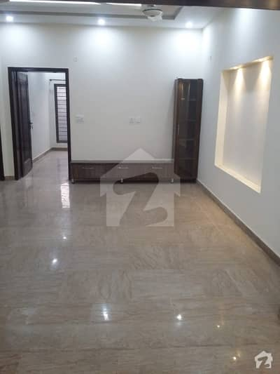 ایل ڈی اے ایوینیو ۔ بلاک ایم ایل ڈی اے ایوینیو لاہور میں 5 کمروں کا 10 مرلہ مکان 1.39 کروڑ میں برائے فروخت۔