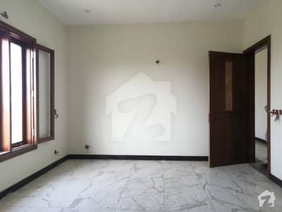 ڈی ایچ اے فیز 8 ڈی ایچ اے کراچی میں 6 کمروں کا 1 کنال مکان 4 لاکھ میں کرایہ پر دستیاب ہے۔