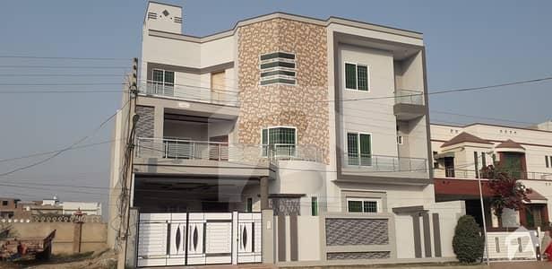 رزاق ولاز ہاؤسنگ سکیم ساہیوال میں 7 کمروں کا 11 مرلہ مکان 70 ہزار میں کرایہ پر دستیاب ہے۔