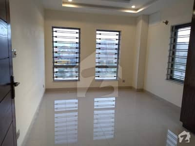Beautiful Location 2 Bed Apartment For Rent with Lift
