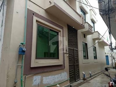 رحمان شہید روڈ گجرات میں 4 کمروں کا 3 مرلہ مکان 45 لاکھ میں برائے فروخت۔