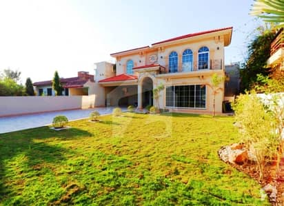 30 Marla Brand New Owner Build Spanish Palace Huge Size Lush Green Party Lawn