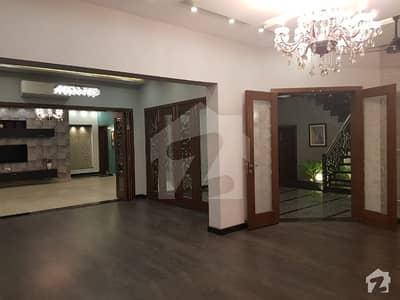 ڈی ایچ اے فیز 6 ڈیفنس (ڈی ایچ اے) لاہور میں 5 کمروں کا 1 کنال مکان 1.9 لاکھ میں کرایہ پر دستیاب ہے۔