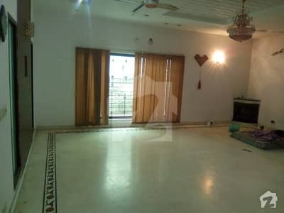 KANAL BEAUTIFUL HOUSE AVAILABLE FOR RENT NEAR JALAL SONS PHASE 5