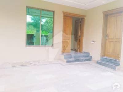 زراج ہاؤسنگ سکیم اسلام آباد میں 6 کمروں کا 14 مرلہ مکان 2.65 کروڑ میں برائے فروخت۔
