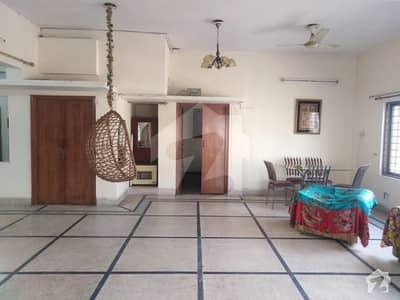 گلبرگ 3 گلبرگ لاہور میں 3 کمروں کا 1 کنال بالائی پورشن 60 ہزار میں کرایہ پر دستیاب ہے۔