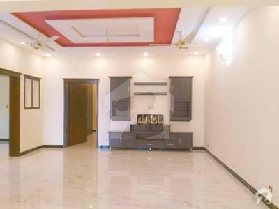 زراج ہاؤسنگ سکیم اسلام آباد میں 4 کمروں کا 10 مرلہ مکان 2.3 کروڑ میں برائے فروخت۔