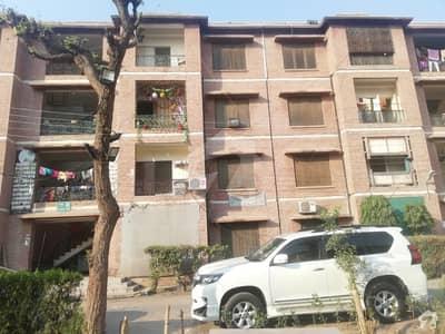 گڑھی شاہو لاہور میں 2 کمروں کا 4 مرلہ فلیٹ 47 لاکھ میں برائے فروخت۔