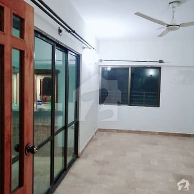 ایف ۔ 10 مرکز ایف ۔ 10 اسلام آباد میں 3 کمروں کا 9 مرلہ فلیٹ 1.5 کروڑ میں برائے فروخت۔