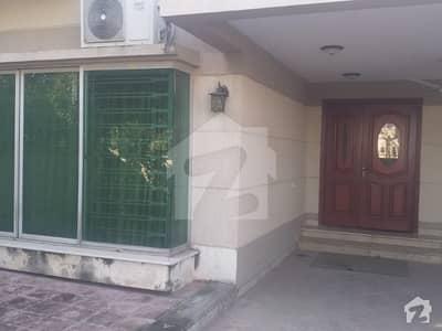 بحریہ ٹاؤن ۔ سفاری ولاز بحریہ ٹاؤن راولپنڈی راولپنڈی میں 3 کمروں کا 10 مرلہ مکان 2.5 کروڑ میں برائے فروخت۔