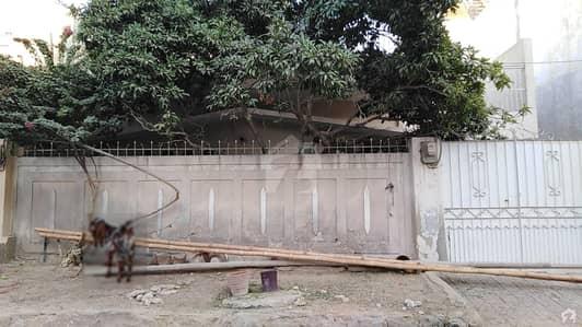 نارتھ کراچی ۔ سیکٹر 11بی نارتھ کراچی کراچی میں 3 کمروں کا 10 مرلہ مکان 2.15 کروڑ میں برائے فروخت۔