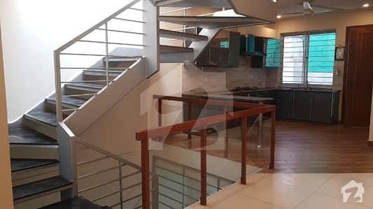 جی ۔ 9 اسلام آباد میں 5 کمروں کا 10 مرلہ مکان 1.5 لاکھ میں کرایہ پر دستیاب ہے۔