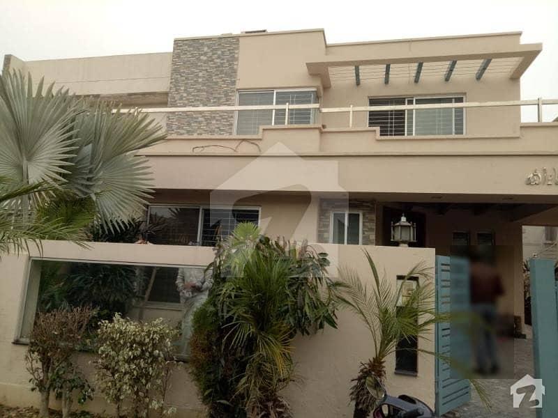 ڈی ایچ اے فیز 5 - بلاک ایل فیز 5 ڈیفنس (ڈی ایچ اے) لاہور میں 4 کمروں کا 10 مرلہ مکان 1.1 لاکھ میں کرایہ پر دستیاب ہے۔