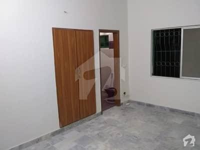 کلفٹن ۔ بلاک 9 کلفٹن کراچی میں 3 کمروں کا 8 مرلہ بالائی پورشن 70 ہزار میں کرایہ پر دستیاب ہے۔