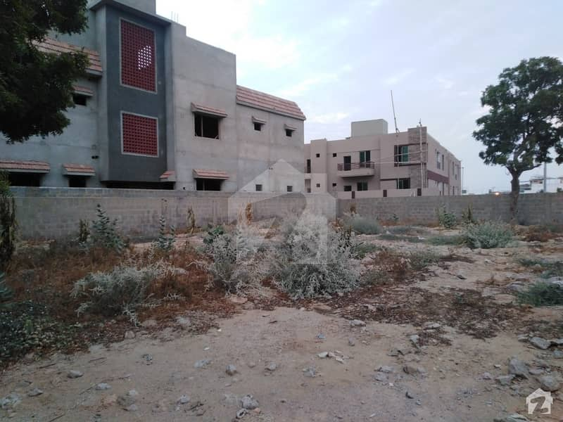 300 Sq  Yards Single Belt Bifurcate Plot For Sale  In Block 1 Gulistan E Jauhar