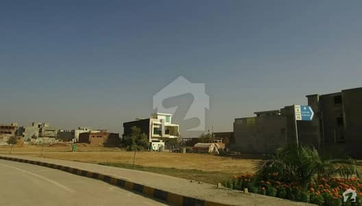 فیصل ٹاؤن - ایف ۔ 18 اسلام آباد میں 11 مرلہ کمرشل پلاٹ 6 کروڑ میں برائے فروخت۔