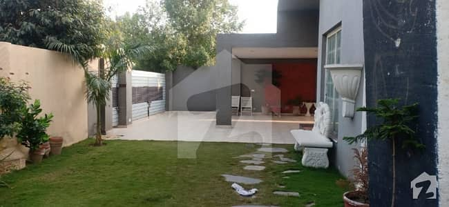 1 Kanal House Available For Sale In Hot Location