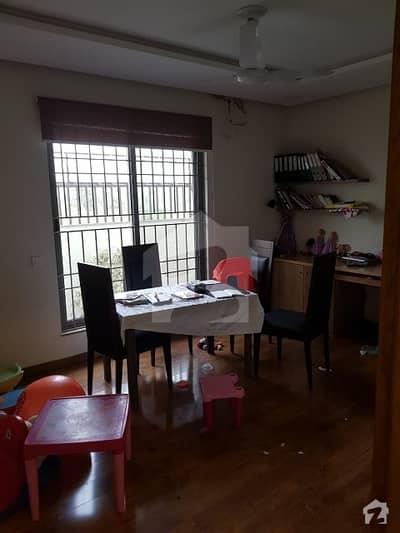 ایف ۔ 10 اسلام آباد میں 5 کمروں کا 1.02 کنال مکان 6.1 کروڑ میں برائے فروخت۔