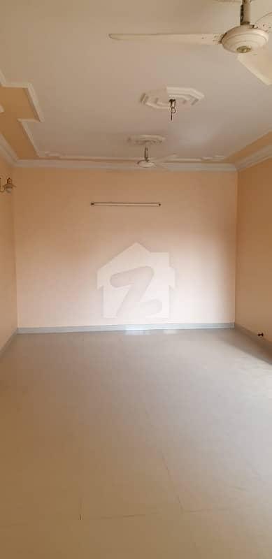 نارتھ ناظم آباد ۔ بلاک ایف نارتھ ناظم آباد کراچی میں 3 کمروں کا 1 کنال بالائی پورشن 75 ہزار میں کرایہ پر دستیاب ہے۔