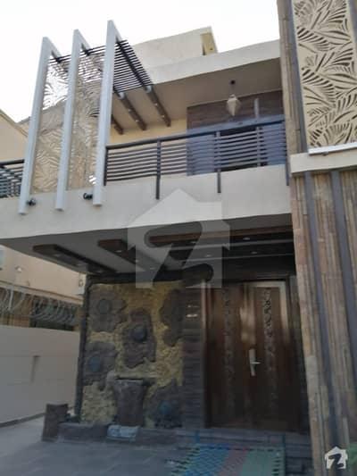 ڈی ایچ اے فیز 7 ڈی ایچ اے کراچی میں 6 کمروں کا 1 کنال مکان 4 لاکھ میں کرایہ پر دستیاب ہے۔