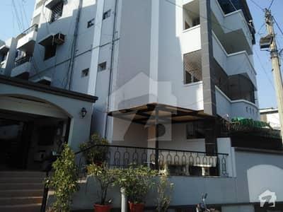 کلفٹن ۔ بلاک 4 کلفٹن کراچی میں 4 کمروں کا 11 مرلہ فلیٹ 1.4 لاکھ میں کرایہ پر دستیاب ہے۔