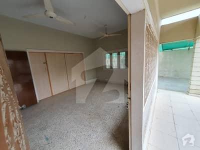 نارتھ ناظم آباد ۔ بلاک ڈی نارتھ ناظم آباد کراچی میں 9 کمروں کا 1.2 کنال مکان 5.25 لاکھ میں کرایہ پر دستیاب ہے۔