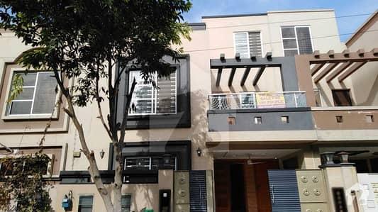 بحریہ ٹاؤن ۔ بلاک اے اے بحریہ ٹاؤن سیکٹرڈی بحریہ ٹاؤن لاہور میں 3 کمروں کا 5 مرلہ مکان 1.22 کروڑ میں برائے فروخت۔