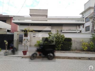 طارق روڈ کراچی میں 11 کمروں کا 2 کنال مکان 9 لاکھ میں کرایہ پر دستیاب ہے۔