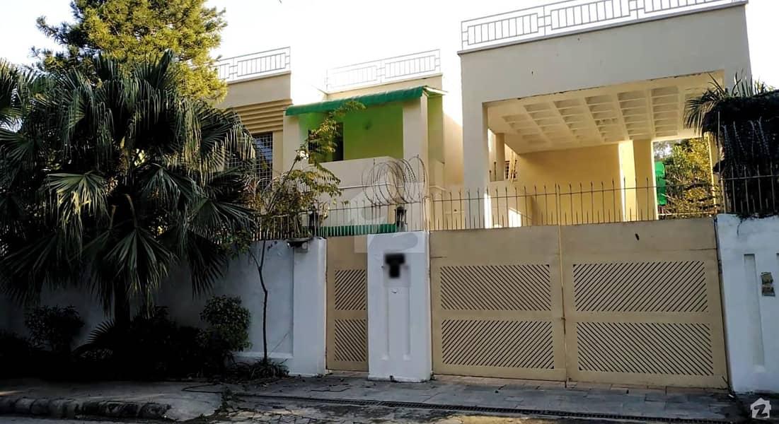 جی ۔ 6 اسلام آباد میں 6 کمروں کا 2 کنال مکان 5 لاکھ میں کرایہ پر دستیاب ہے۔