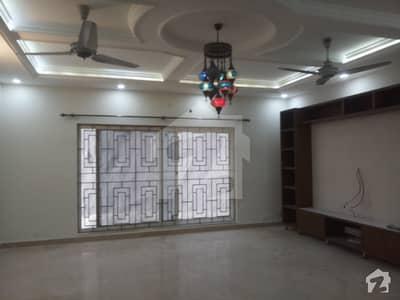 ایف ۔ 11/3 ایف ۔ 11 اسلام آباد میں 5 کمروں کا 1.33 کنال مکان 3 لاکھ میں کرایہ پر دستیاب ہے۔