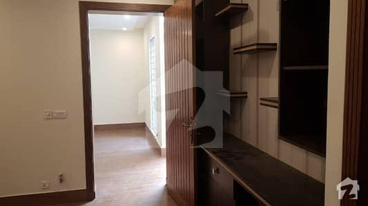 ایف ۔ 8 اسلام آباد میں 7 کمروں کا 1.78 کنال مکان 11 کروڑ میں برائے فروخت۔