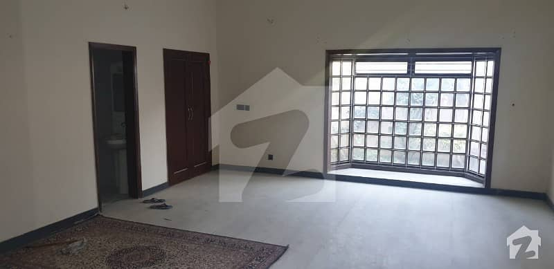 400 Square Yards - Prime Location Single Storey House For Sale