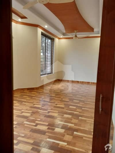 ماڈل ٹاؤن ۔ بلاک کیو ماڈل ٹاؤن لاہور میں 4 کمروں کا 10 مرلہ مکان 2.2 کروڑ میں برائے فروخت۔