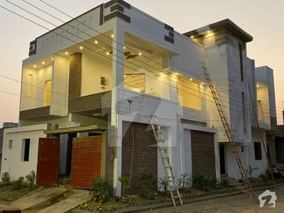 قاسم آباد حیدر آباد میں 6 کمروں کا 9 مرلہ مکان 2 کروڑ میں برائے فروخت۔