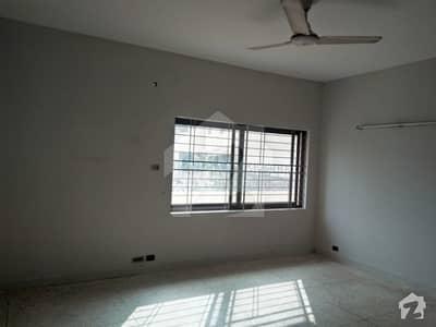ڈی ایچ اے فیز 4 - بلاک ڈیڈی فیز 4 ڈیفنس (ڈی ایچ اے) لاہور میں 5 کمروں کا 1 کنال مکان 1.4 لاکھ میں کرایہ پر دستیاب ہے۔