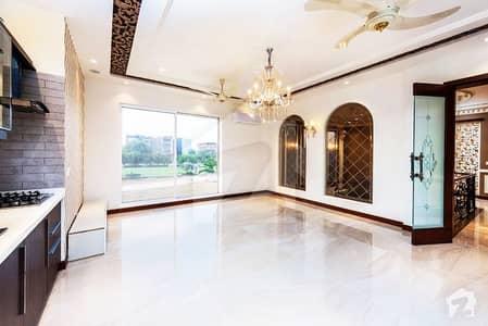 ڈی ایچ اے فیز 5 ڈیفنس (ڈی ایچ اے) لاہور میں 5 کمروں کا 1 کنال مکان 2.2 لاکھ میں کرایہ پر دستیاب ہے۔