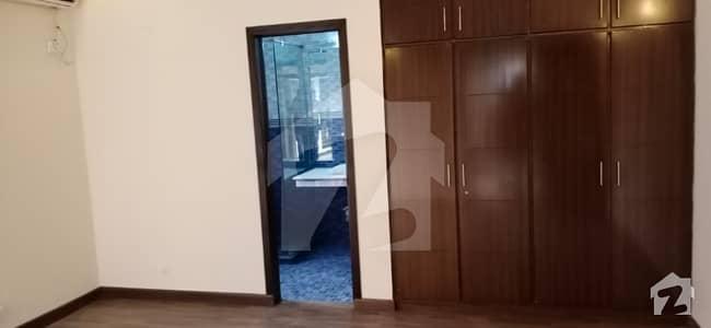 ڈی ایچ اے فیز 5 - بلاک ای فیز 5 ڈیفنس (ڈی ایچ اے) لاہور میں 4 کمروں کا 10 مرلہ مکان 85 ہزار میں کرایہ پر دستیاب ہے۔