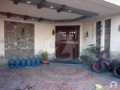 ماڈل ٹاؤن ۔ بلاک جی ماڈل ٹاؤن لاہور میں 5 کمروں کا 1 کنال مکان 5 کروڑ میں برائے فروخت۔