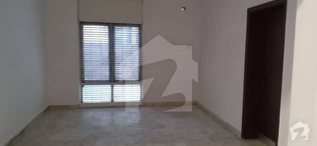 گارڈن ٹاؤن - ابو بھکر بلاک گارڈن ٹاؤن لاہور میں 3 کمروں کا 1.25 کنال مکان 1.5 لاکھ میں کرایہ پر دستیاب ہے۔