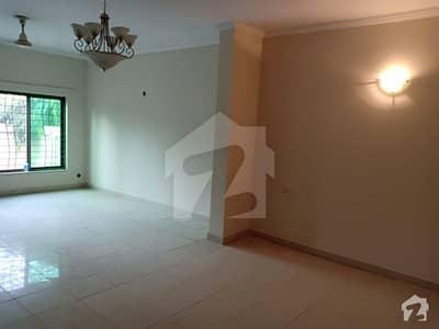 عسکری 10 - سیکٹر سی عسکری 10 عسکری لاہور میں 4 کمروں کا 10 مرلہ مکان 2.45 کروڑ میں برائے فروخت۔