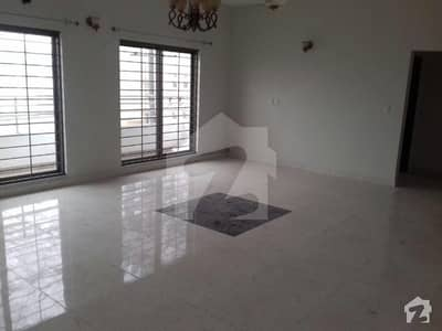 Ground Floor 3 Bed Apartment Tv Lounge Drawing Dining Store Room Servant Quarter