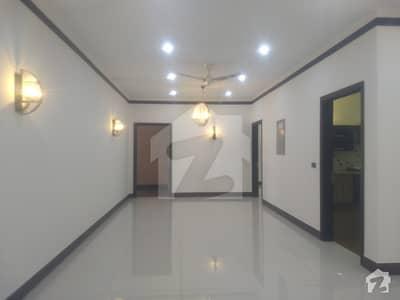 ڈی ایچ اے ڈیفینس کراچی میں 6 کمروں کا 2 کنال مکان 6 لاکھ میں کرایہ پر دستیاب ہے۔