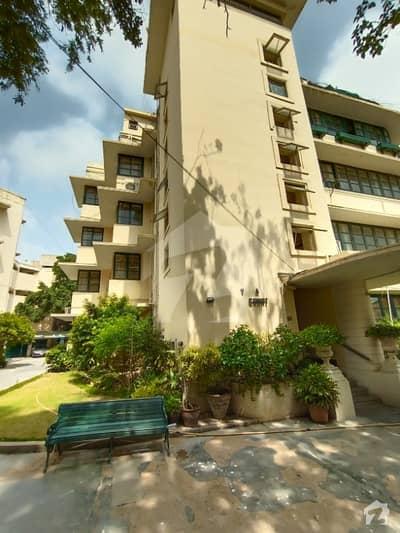 کلفٹن ۔ بلاک 5 کلفٹن کراچی میں 4 کمروں کا 1 کنال فلیٹ 2 لاکھ میں کرایہ پر دستیاب ہے۔
