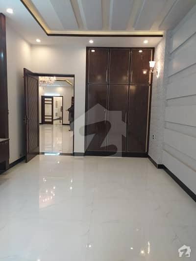 پی آئی اے ہاؤسنگ سکیم ۔ بلاک اے پی آئی اے ہاؤسنگ سکیم لاہور میں 5 کمروں کا 10 مرلہ مکان 2.2 کروڑ میں برائے فروخت۔