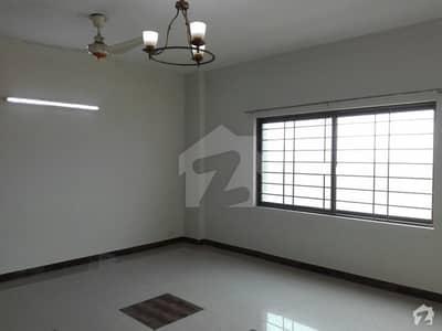 عسکری 11 عسکری لاہور میں 4 کمروں کا 13 مرلہ فلیٹ 1.6 کروڑ میں برائے فروخت۔