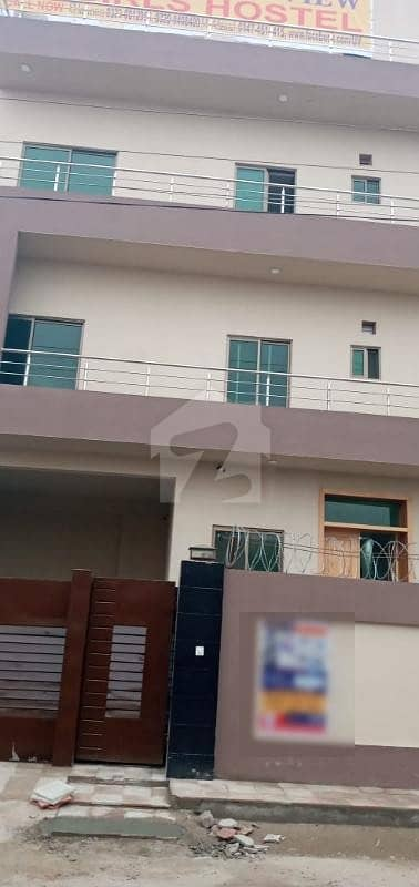 ڈیفینس روڈ لاہور میں 11 کمروں کا 1 کنال فلیٹ 17 کروڑ میں برائے فروخت۔