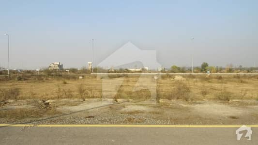 10 Marla Plot For Sale Block Y 100 Feet Road At Investor Rate For Urgent Sale