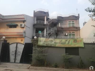 کینال بینک ہاؤسنگ سکیم لاہور میں 7 کمروں کا 13 مرلہ مکان 3 کروڑ میں برائے فروخت۔